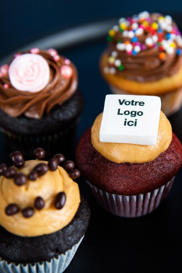 Services corporatigs - cupcake personnalisés avec logo